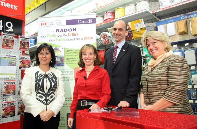 le gouvernement harper encourage les canadiens mesurer la concentration de radon dans leur maison. Black Bedroom Furniture Sets. Home Design Ideas