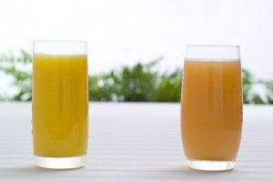 Un jus d'orange et un jus de pamplemousse à 100 pour cent pur de la Floride.