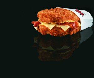 Le légendaire sandwich sans pain de PFK, le Coup Double, est de retour dès le 1er juin 2011.