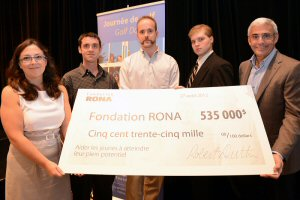 From left to right, Francine Gendron, General Manager of the RONA Foundation, Steven Lamarche, Léandre Paiement and Mathew Bakinowski, participants in RONA's FabShop in Montréal and Robert Dutton, President and Chief Executive Officer of RONA and President of the Board of Directors for the RONA Foundation.