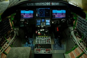 L'alimentation des circuits électriques du premier avion Learjet 75 de série, incluant son poste de pilotage Bombardier Vision, est activée.