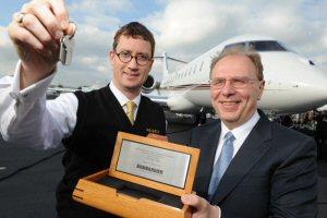 Jordan Hansell, président et chef de la direction, NetJets et Steve Ridolfi, Président, Bombardier Avions d'affaires. Orlando (Floride) le 28 octobre 2012.