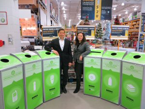 RONA announced the deployment of its recycling station program for all its corporate stores across Canada. On the picture, Normand Dumont, Vice President, Sustainable Development is accompanied by Francine Gendron, General Manager of the RONA Foundation.