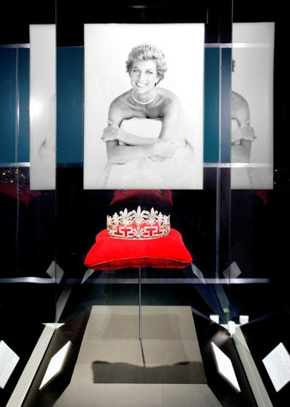 Princess Diana S Wedding Dress Is Coming To West Edmonton Mall