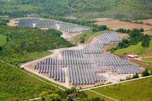 """Photo courtesy of Recurrent Energy. The pictured """"Waubaushene 3"""" solar site, developed by Recurrent Energy, is currently operating and can generate up to 10 MWac. Located in Ontario, Canada, this solar project is one of 20 Recurrent Energy is developing in the region."""