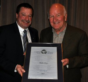 Regional Director General Dave Burden presents Walter Oster with a 2013 Recreational Fisheries Award. Mr. Oster was recognized for his tremendous contributions to recreational fishing and conservation in Ontario.