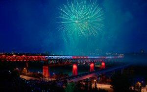 Grâce à ses appareils d'éclairage DEL, Lumenpulse fait briller le pont High Level d'Edmonton pour la toute première fois.
