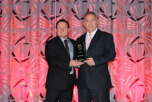 Ken LeBlanc, President and CEO of PropertyGuys.com (left) presenting the CFA Hall of Fame Award to Sebastian Fuschini, Vice President of Franchising at Pizza Pizza Limited