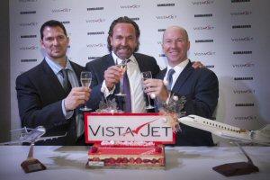 (de gauche à droite) David Coleal, président, Bombardier Avions d'affaires,  Thomas Flohr, fondateur et président de VistaJet, et Alain Bellemare, président et chef de la direction, Bombardier Inc.