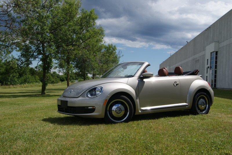 lancement de la volkswagen beetle classic d capotable 2016. Black Bedroom Furniture Sets. Home Design Ideas