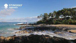 Le lever du soleil sur la plage Pa'ako à Hawaii en vedette sur Stingray Ambiance en 4K UHD.