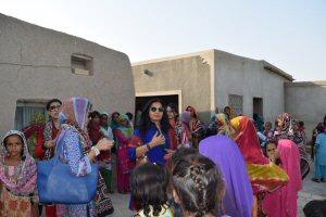 Almas Jiwani meeting with Fishing Women