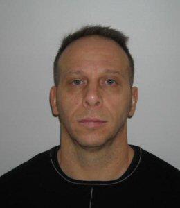 Sylvain Lauzon has escaped today from Archambault Institution in Sainte-Anne-des-Plaines.