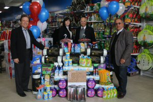 Factorydirect Officially Launches its Vaughan Retail Store with a Donation to The Vaughan Food Bank.