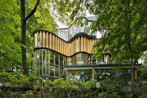The Integral House built into Toronto's Rosedale Valley. Photo by Undine Prohl