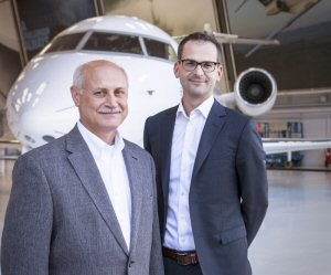 De gauche à droite: Andy Nureddin, vice-président, Soutien à la clientèle et de la Formation; Jean-Christophe Gallagher, vice-président et directeur général de l'équipe Expérience client.