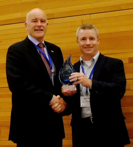 Sean Kelly, Vice President and General Manager of Emco Corporation (right), presents Dr. John Nightingale, President and CEO of the Vancouver Aquarium Marine Science Centre, with the Canadian Institute of Plumbing and Heating Water Wise Award at the CIPH Summit and Exhibition in Vancouver.