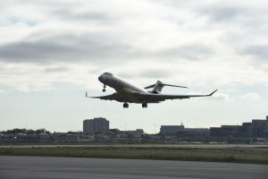 Le premier vol de l'avion Global 7000 de Bombardier à Toronto.