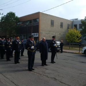 Shawn Bird, directeur de la Pénitencier de la Saskatchewan mène le défilé Liberté de la ville avec Greg Dionne, maire de Prince Albert, Prince Albert Saskatchewan, le 17 septembre 2017.
