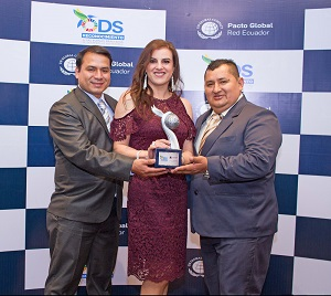 Figure 1.  Iliana Rodríguez, Vice President of Human Resources at Lundin Gold, together with Víctor Armijos (left) and Jorge Granda (right), founders of Catering Las Peñas.