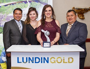 Figure 3. Víctor Armijos, representative of Catering Las Peñas; Rebeca Illescas, Vice minister of Mining; Iliana Rodríguez, Vice President of Human Resources of Lundin Gold and Jorge Granda, representative Catering Las Peñas.