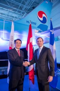 Handshake between Fred Cromer, president, Bombardier Commercial Aircraft and Soo-Keun Lee, Chief Technology Officer, Korean Air Lines