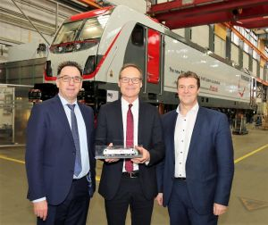 From right: Albert Bastius, COO, and Mirko Pahl, CEO, both TX Logistik, with Michael Fohrer, President LOC & LRV, Bombardier Transportation, could already take a look at the first TRAXX MS3 locomotive in final assembly at our site in Kassel.