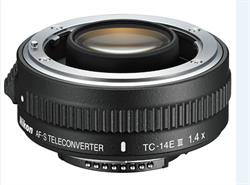 The AF-S Teleconverter TC-14E III increases the reach of compatible AF-S lenses by 40% with only a 1-stop loss of light. Turn the AF-S NIKKOR 70–200mm f/2.8G ED VR into a 98–280mm f/4 lens or the AF-S NIKKOR 400mm f/2.8E FL ED VR into a 560mm f/4 lens. Enjoy the speed, performance and lightness of smaller telephoto lenses with the reach of a super-telephoto lens.