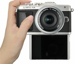 OLYMPUS PEN E-PL7 with LCD