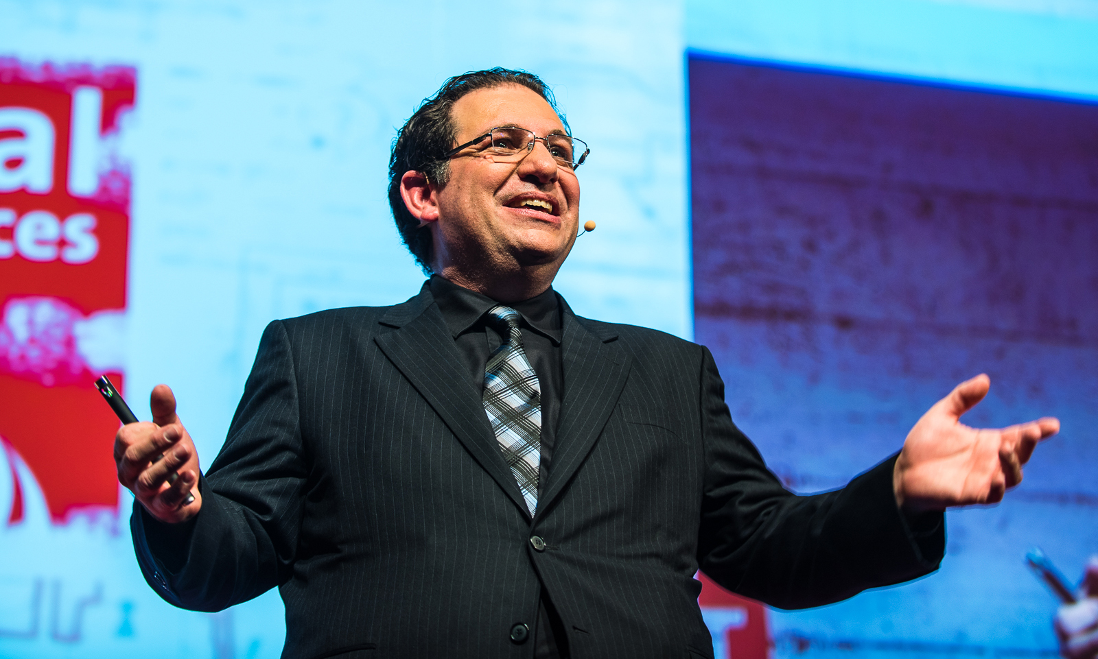 kevin mitnick Kevin mitnick security awareness training ensures that your employees are properly trained to deal with frequent hacking attacks.