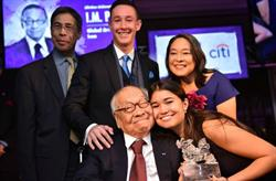 I.M. Pei accepts his Asia Society Asia Game Changer award with his family at the United Nations in New York on October 27, 2016. (Jamie Watts/Asia Society)