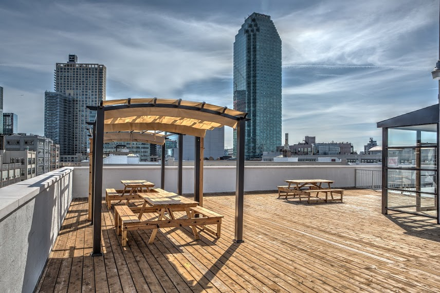 boutique hotel opens in long island city offering skyline. Black Bedroom Furniture Sets. Home Design Ideas