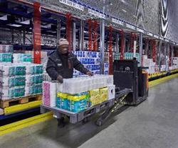 Route-optimized pick-by-voice picking: The CPS picks bulky goods, promotion items, and display pallets. The replenishment of the pick front is done with stacker cranes.