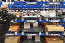 Ergonomic layer trays developed by WITRON ensure the provision of many items in the pick front in a space-saving manner. The use of layer trays reduces the picking distances to be covered by 60%. Layer trays are placed in the pick front according to demand and automatically through stacker cranes.