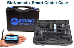 O BioNomadix Smart Center é um sistema compacto e portátil para aquisição e análise de dados. A caixa contém o sistema e a unidade Smart Center que cabe na palma da mão.