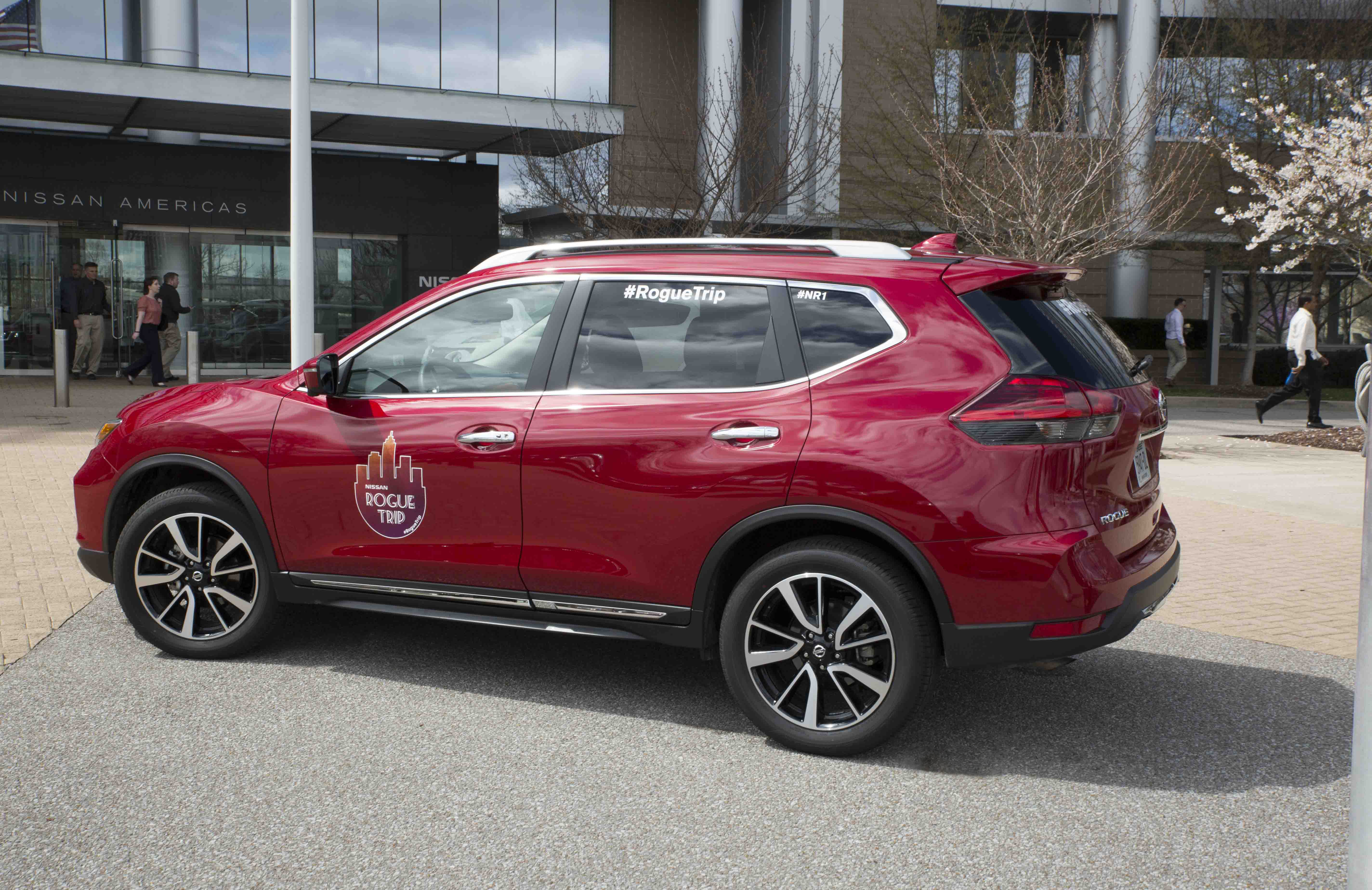 nissan rogue trip teams set sights on 2017 new york international auto show for charities of. Black Bedroom Furniture Sets. Home Design Ideas