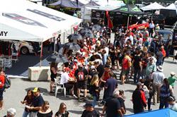 Un grand nombre d'activités dans le paddock de la Coupe Nissan Micra avait attiré des dizaines de milliers de spectateurs tout au long des trois jours d'activités.