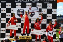 Le podium de la course de dimanche, avec Xavier Coupal (1er), Olivier Bédard (2ème), Valérie Limoges (3ème) et Martin Barrette, le premier pilote recrue.